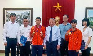 Vinh danh hai nhà vô địch thế giới người Hà Nội