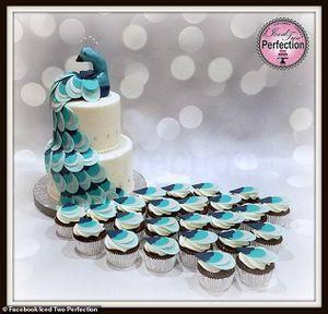 Đặt bánh cưới hình con công lung linh trên mạng, nhận thành phẩm cô dâu không nói nên lời