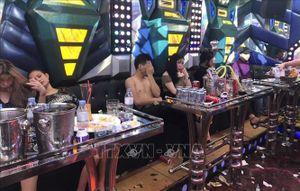 Bắt 34 thanh niên 'bay lắc' tại quán karaoke Luxury