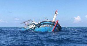 Đưa 12 ngư dân gặp nạn ở Trường Sa về đến Vũng Tàu