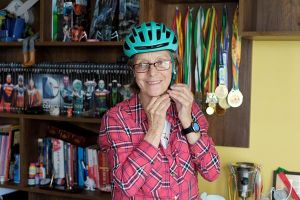Người mẹ 70 tuổi chinh phục 'con đường tử thần' nguy hiểm nhất thế giới