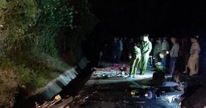 Hai xe máy đối đầu, 6 người thương vong