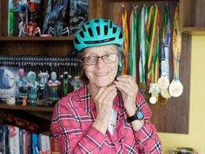 Người mẹ tuổi 70 chinh phục cuộc đua xe đạp nguy hiểm nhất thế giới