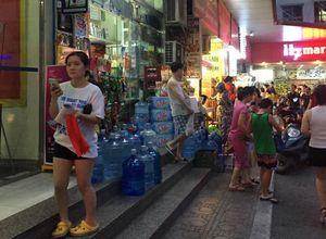 Nước sạch ở một số địa bàn của Hà Nội bốc mùi nồng nặc: Nguyên nhân phải chờ... kết quả
