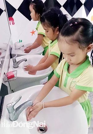 Lợi ích rửa tay bằng xà phòng cho trẻ