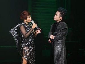 Hà Trần dừng hát giữa chừng vì không nhịn được cười khi nhìn Tùng Dương