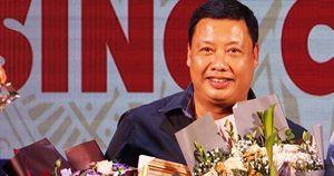NSND Nguyễn Tiến Dũng mừng công vở 'Thân phận nàng Kiều'