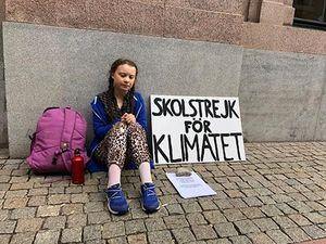 Greta Thunberg: Cứu tinh, con rối hay lãnh tụ tinh thần?