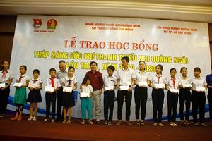 Trao học bổng thắp sáng ước mơ thanh thiếu nhi Quảng Ngãi
