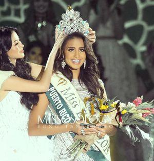 Hoa hậu Phương Khánh trao vương miện cho tân Hoa hậu Trái đất 2019