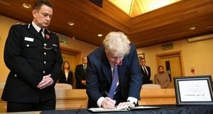 Thủ tướng Anh: Thế giới sốc trước thảm kịch 39 người thiệt mạng trong thùng container