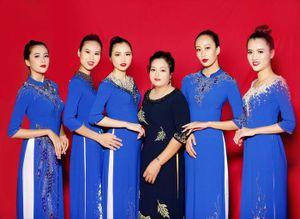 NTK Hạnh Nguyễn mang hơi thở hiện đại cho áo dài truyền thống