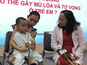 Chỉ bị viêm xoang nhưng bé trai 2 tuổi suýt mù mắt