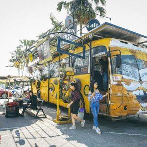 Độc đáo quán cafe từ khung xe ô tô và vật liệu tái chế