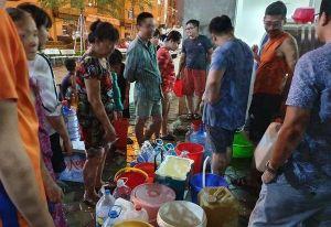 Công ty nước sạch sông Đà xả gần 3.000 m3 nước súc rửa bể chứa ra suối