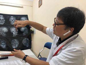 Bệnh nhân ngáo đá, 'lên gối' đánh điều dưỡng đang mang thai 4 tháng