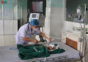 Vụ nổ đầu đạn ở Kon Tum: Bé gái 22 tháng tuổi đang nguy kịch