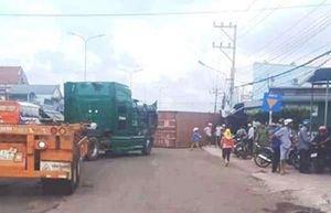 Thùng container rơi xuống đường gây tai nạn: Cần có chế tài xử lý
