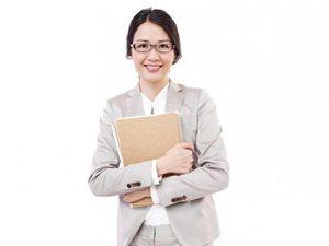 Phụ nữ Nhật Bản đấu tranh đòi đeo kính khi đi làm