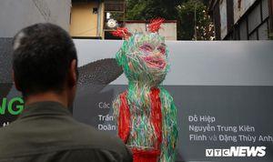 Ngắm chú Tễu khổng lồ làm từ một vạn ống hút nhựa ở Hà Nội