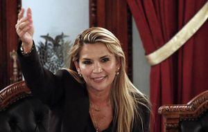 Mỹ, quân đội Bolivia công nhận nữ chính trị gia phe đối lập là Tổng thống lâm thời