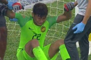 Tình huống cản phá dẫn đến chấn thương của thủ môn Malaysia