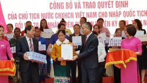 70 công dân Lào hân hoan đón nhận Quốc tịch Việt Nam