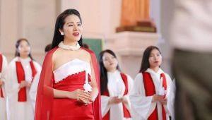 Phạm Thùy Dung 'Ave Maria' đón chào Giáng sinh