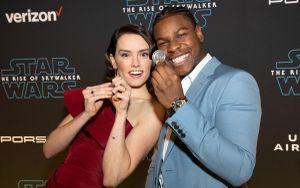 Daisy Ridley sánh vai John Boyega, Isaac Oscar, Kelly Marie Tran góp mặt trên thảm đỏ công chiếu 'Star Wars: Skywalker trỗi dậy'