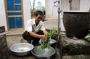 Hỗ trợ bù giá nước sạch nông thôn cho các hộ gia đình chính sách
