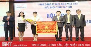 Bưu điện Hà Tĩnh nhận cờ thi đua xuất sắc của Bộ Thông tin và Truyền thông