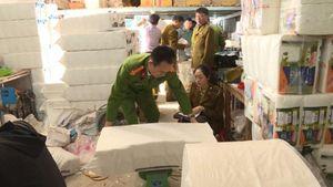 Phát hiện xưởng giấy ăn nghi giả hiệu Việt Nam Airline