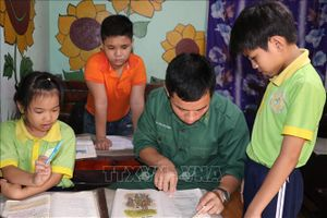 Lớp học quân dân mang con chữ đến với xóm trọ nghèo