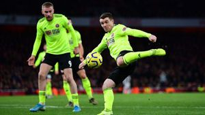 Arsenal đánh rơi chiến thắng phút chót