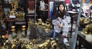 Phiên chợ Tết kỳ lạ đất Hà Thành níu chân du khách