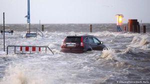 Bão suy yếu ở Australia, Đức chuẩn bị đón siêu bão