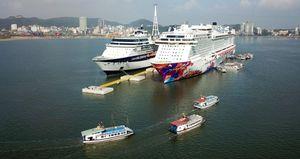 Quảng Ninh: Khách trên tàu du lịch đi qua các cảng của Trung Quốc không được lên bờ
