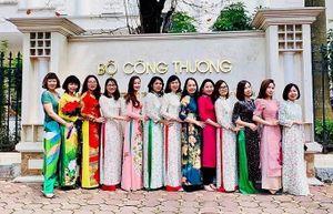 Phụ nữ ngành Công Thương duyên dáng trong tà áo dài