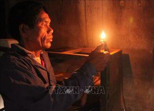 Người dân sóc Bù Tôm khát khao có điện lưới