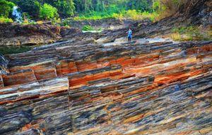 Kỳ ảo bãi đá trăm triệu năm bên sông Sêrêpốk