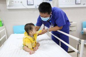 Trẻ sốt liên tục 6 ngày, bố mẹ tá hỏa khi biết con mắc bệnh hiếm gặp