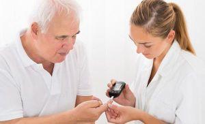 Dịch COVID-19: Quản lý chặt chẽ sức khỏe người cao tuổi, người có bệnh lý nền