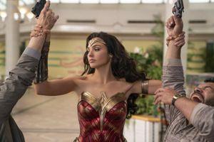 Bom tấn siêu anh hùng 'Wonder Woman 1984' hoãn chiếu tới tháng 8