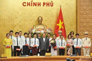 Thanh niên Nghệ An nhận Bằng khen của Thủ tướng tại Lễ tuyên dương 10 gương mặt trẻ Việt Nam