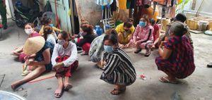 Bắt 14 phụ nữ tụ tập đánh bạc trong ngày đầu 'cách ly toàn xã hội'