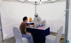 Quận Hoàng Mai triển khai lấy mẫu test nhanh Covid-19 tại trạm di động