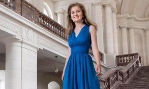 Mê mẩn phong cách thời trang hoàng tộc của Công chúa Bỉ vừa tròn 18 tuổi