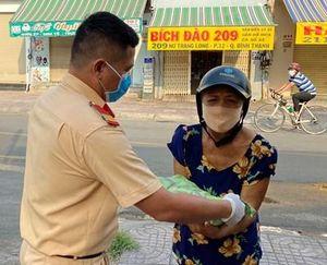 Cảnh sát giao thông TP Hồ Chí Minh tặng hơn 4,5 tấn gạo cho người nghèo