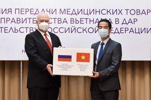 Việt Nam trao 150.000 khẩu trang hỗ trợ Nga chống dịch