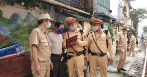 Hà Nội kí cam kết đảm bảo ATGT đường sắt với các hộ dân ven đường tàu